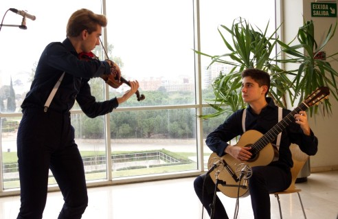 10 Strings Duo_reducida